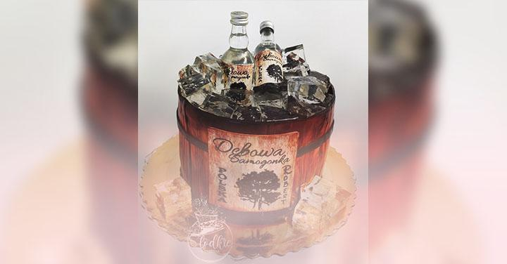 Tort zbuteleczkami alkoholu